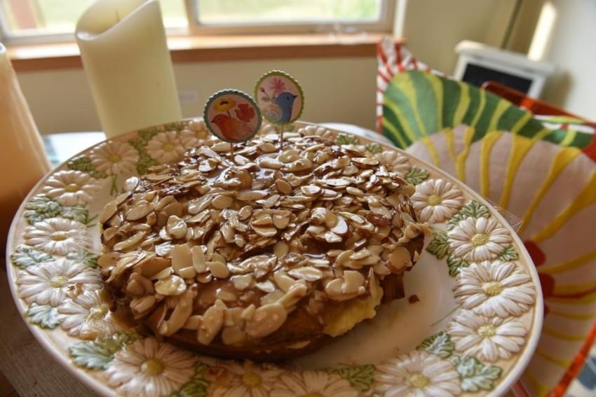 """Bee Sting Cake (""""Bienenstich"""")"""